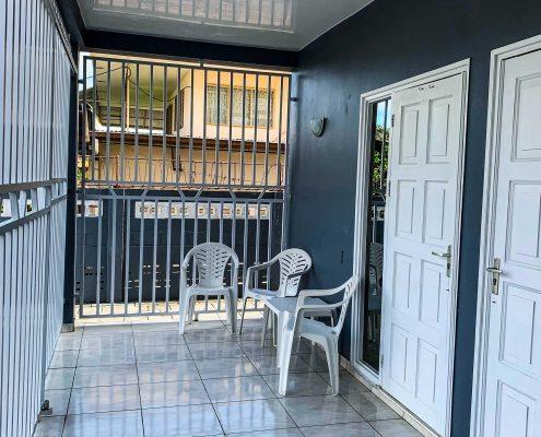 Vakantiehuis-Suriname-Agila-Balkon-Beneden