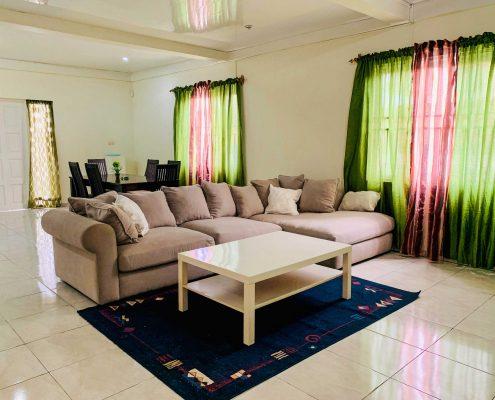 Vakantiehuis-Suriname-Agila-Woonkamer