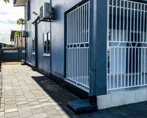 Vakantiehuis-Suriname-Agila-voorbalkon