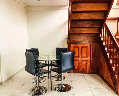 Vakantiehuis-Suriname-Agila-zitruimte