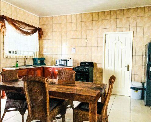 Vakantiehuis-Suriname-Juarez-Buiten