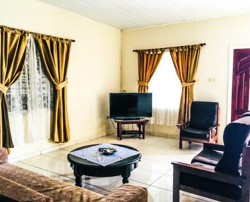 Vakantiehuis-Suriname-Juarez-Woonkamer