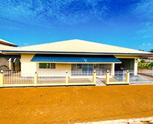 Vakantiehuis-Suriname-Luciana-Buiten-Voor