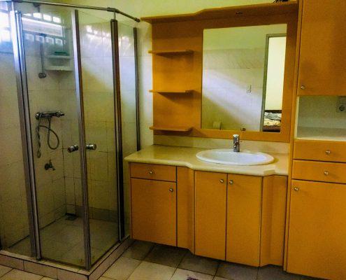 Vakantiehuis-Suriname-Luciana--Douche-kamer-en-Wasbak-Master-bedroom
