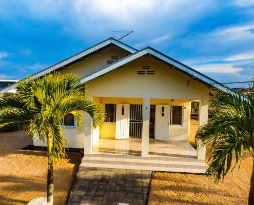 Vakantiehuis-Suriname-Mini-Fayalobi-Buiten
