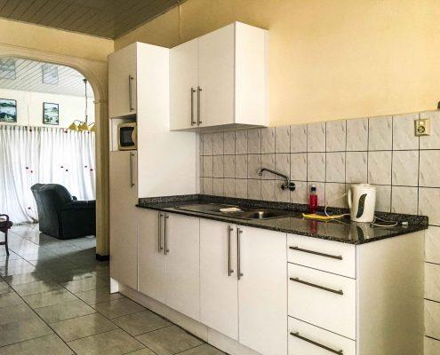 Vakantiehuis-Suriname-Okamalaan-Keuken