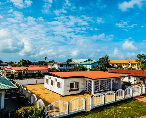 Vakantiehuis-Suriname-Peace-Buiten