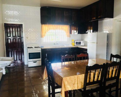 Vakantiehuis-Suriname-Peace-Keuken