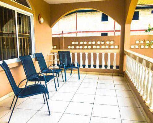 Vakantiehuis-Suriname-Tulip-Balkon-voorzijde-2