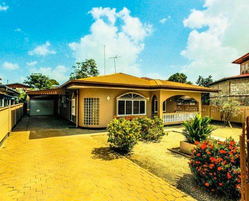 Vakantiehuis-Suriname-Tulip-voorzijde