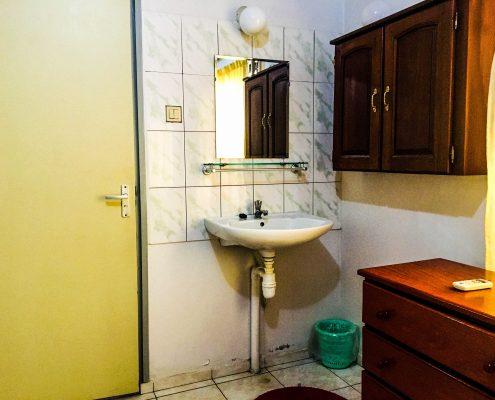 Vakantiehuis-suriname-tropical-garden-Bad-en-Toilet-Masterrroom